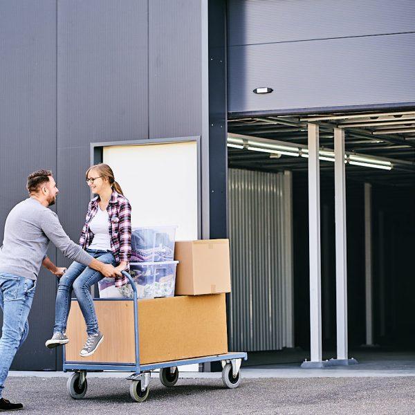 Ehepaar mietet ein Lagerbox in Heilbronn